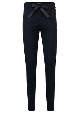 Dayz Edrea - Blauwe travel broek met een santijnen lint.
